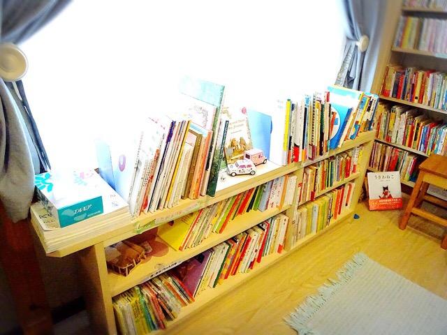 赤ちゃん絵本は低い位置にあります