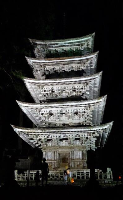 羽黒山の五重塔。夜間参拝しました