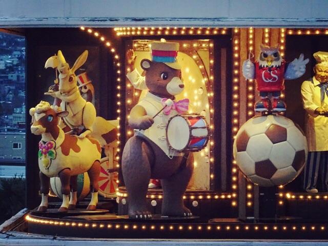 毎正時ごとに始まるからくり時計のパレード。かわいい音楽に乗せて動物たちが登場します