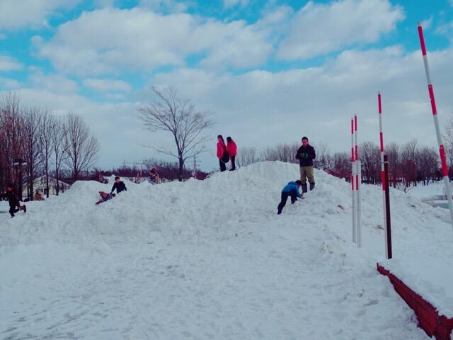 さとらんどで雪遊び