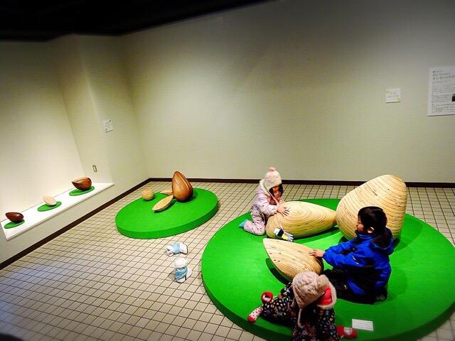 コレクション展「ふれる彫刻」も親子で楽しめる!
