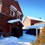 北海道栗山町で蔵元「小林酒造」をぶらりと見学。パワースポットの白蛇・龍神の祠(ほこら)も!