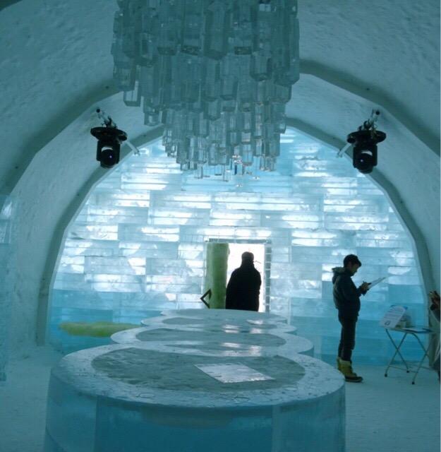 すべて氷!幻想的で芸術的な世界!