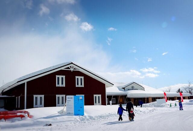 ゴルフ場内にアイスホテルがあります