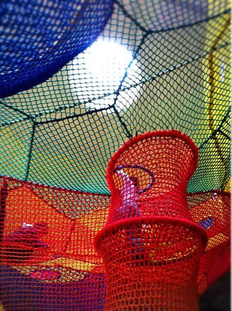 虹の巣ドームではネットが張り巡らされていてのびのびと遊べます