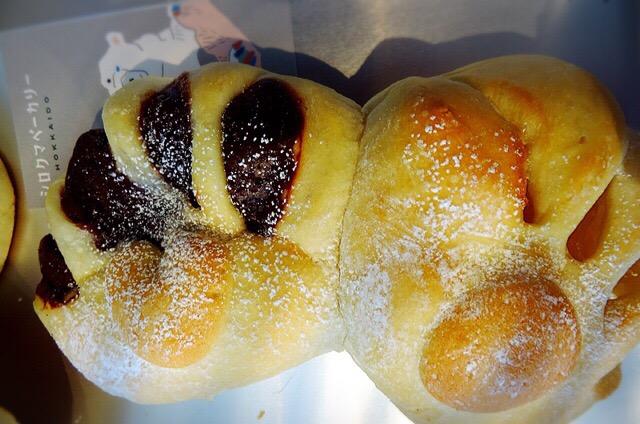 シロクマの手(140円)チョコとリンゴの2種類の味が楽しめます