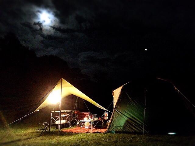 月夜のキャンプ。ニセコアンヌプリの登山口にあるキャンプ場。