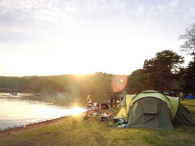 シーズン初めと終わりに利用することが多いキャンプ場。無料でこのクオリティとロケーションがすごい!