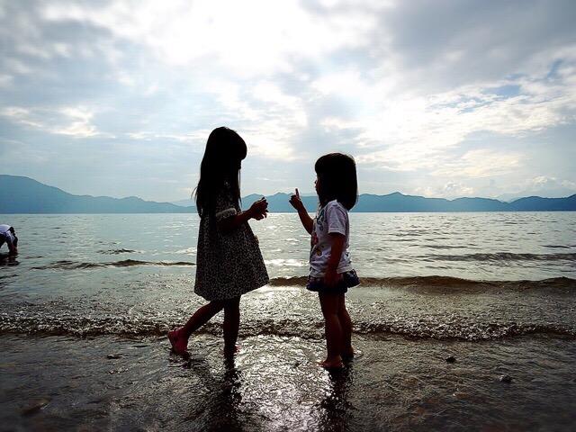 キャンプ場から道路一本挟んで、すぐに田沢湖。