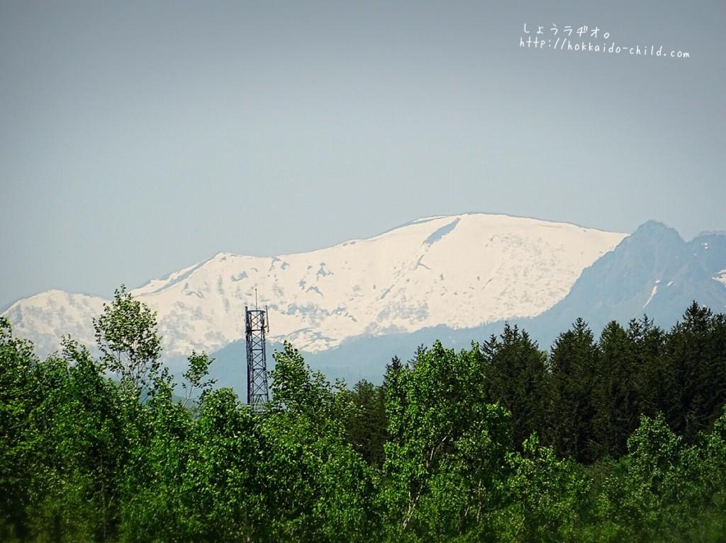 遠くの山々はまだ白くて。札幌の春を感じる景色が好きです。