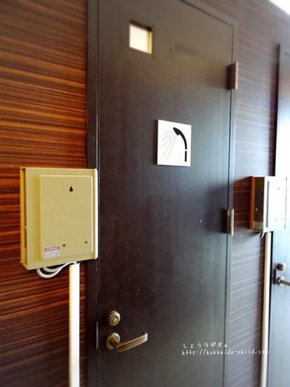シャワー室と着替えルームも