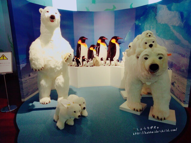 白クマのぬいぐるみ。すべてシュタイフ社製です