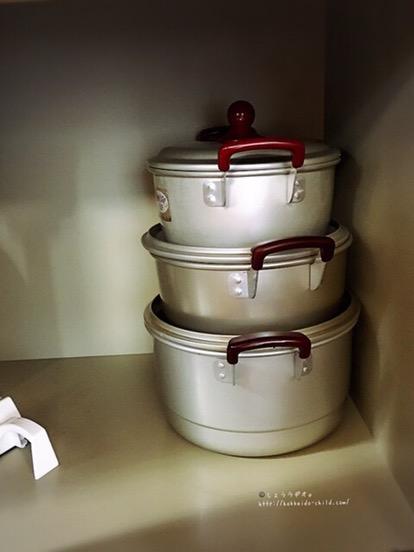 鍋は大中小の3種類。フライパンもあります