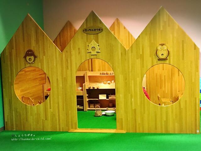 木製のキッチンハウス