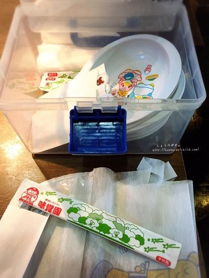 子ども用食器、エプロン、などのセット