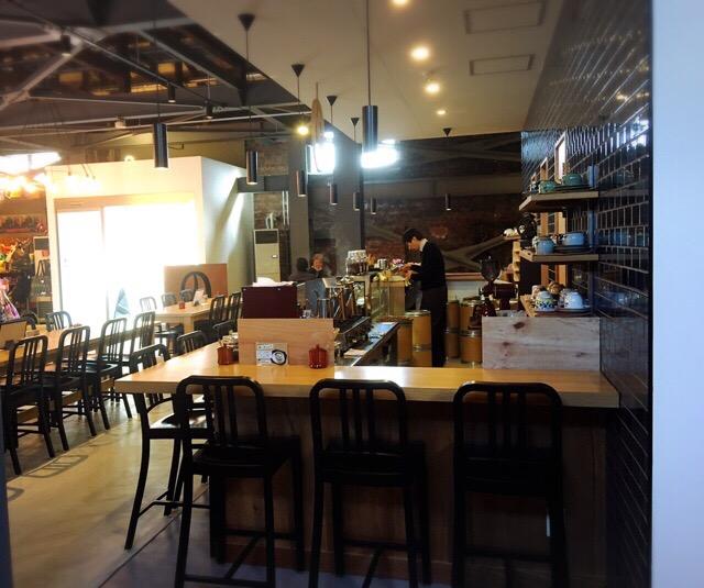 おいしそうな珈琲のにおいが漂うカフェ