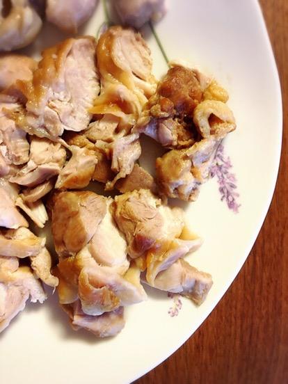 鶏もも肉の圧力鍋煮込みにケールを添えて