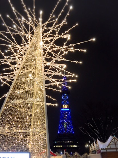 ミュンヘンクリスマス市の中にある光のツリーがひときわ美しい!