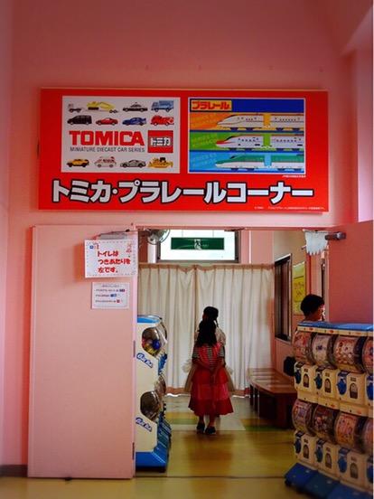 トミカ・プラレールコーナーもあり