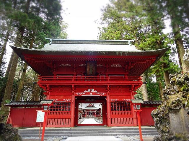 表参道の中ほどに位置する神門
