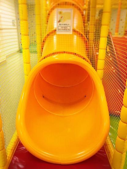 トンネルタイプの滑り台