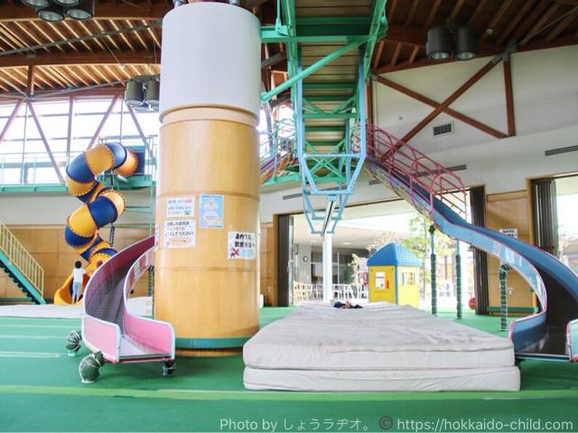 北海道立宗谷ふれあい公園 屋内の遊び場 滑り台
