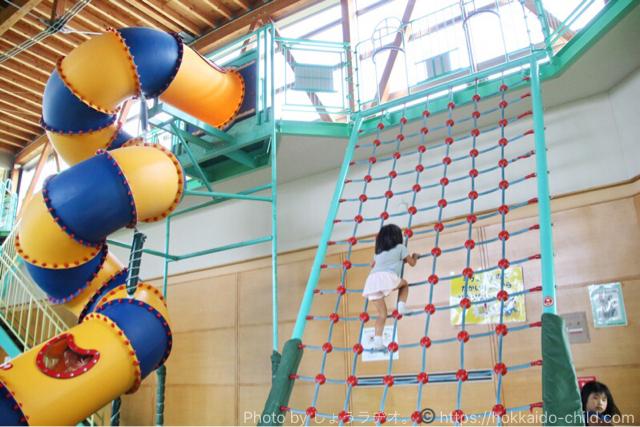 北海道立宗谷ふれあい公園の屋内の遊び場 ネット