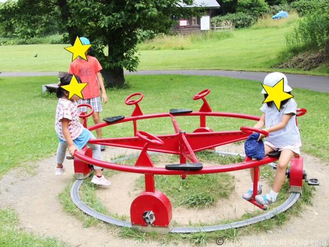 北海道立宗谷ふれあい公園 遊具広場 ぐるぐるまわる遊具