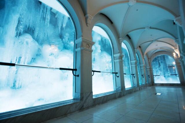氷の回廊では真夏でも冬を体感(※写真はアソビュー提供)