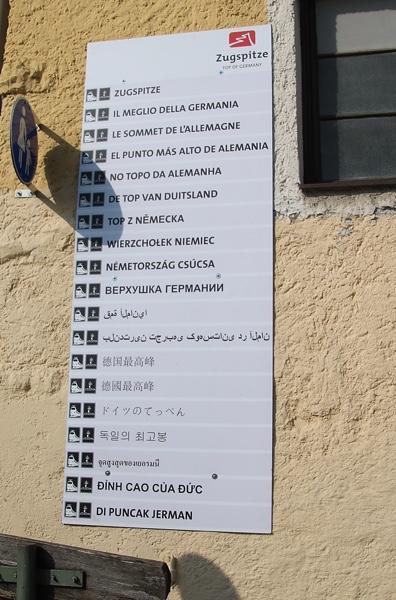 多言語でのツークシュピッツェの説明の看板