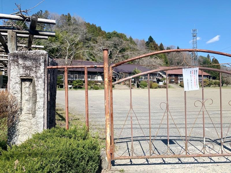 旧上岡小学校の校門