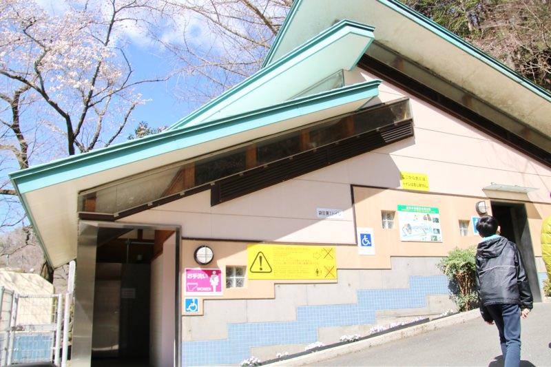 袋田の滝トンネル前のトイレ